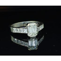 Pierścionek b. złoto   Diament  Szlif szmaragdowy