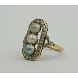 Pierścionek złoty z Perłami i diamentami